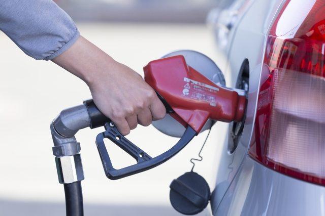 ハワイレンタカーでガソリン代をお得にする方法。「満タン返し不要」は割高?